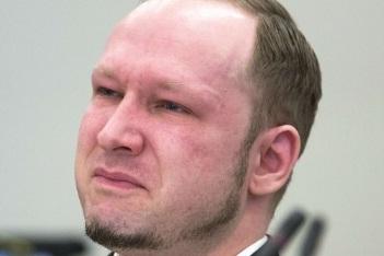 Anders Breivik, extremistul care a ucis 77 de norvegieni, a castigat partial procesul cu statul. Ce au decis magistratii