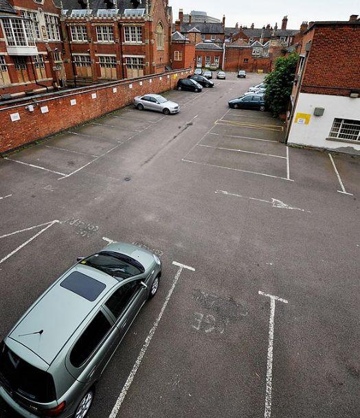 Ramasitele regelui Richard al III-lea ar putea fi sub aceasta parcare din Marea Britanie