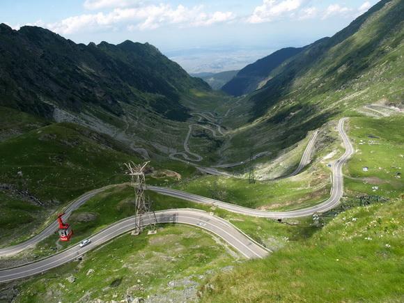 Traficul pe Transfagarasan blocat din cauza unei alunecari de teren, reluat pe un singur sens