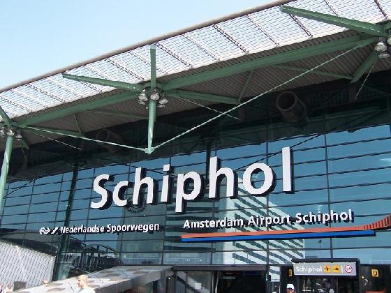Alarma falsa pe aeroportul Schiphol. Nu era niciun terorist in avionul care aterizase din Spania