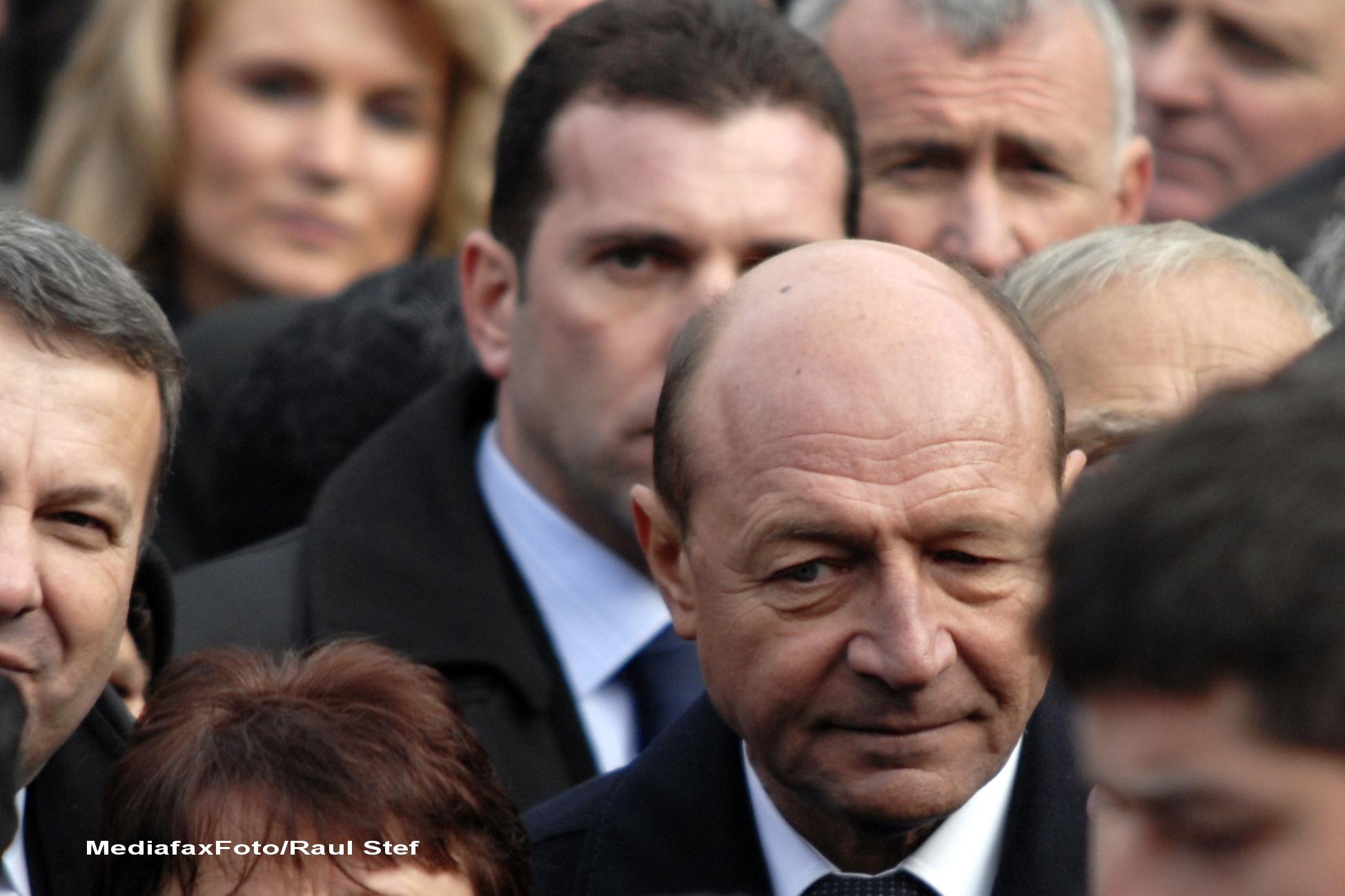 Traian Basescu participa la funeraliile sotiei lui Gheorghe Flutur, la Gura Humorului