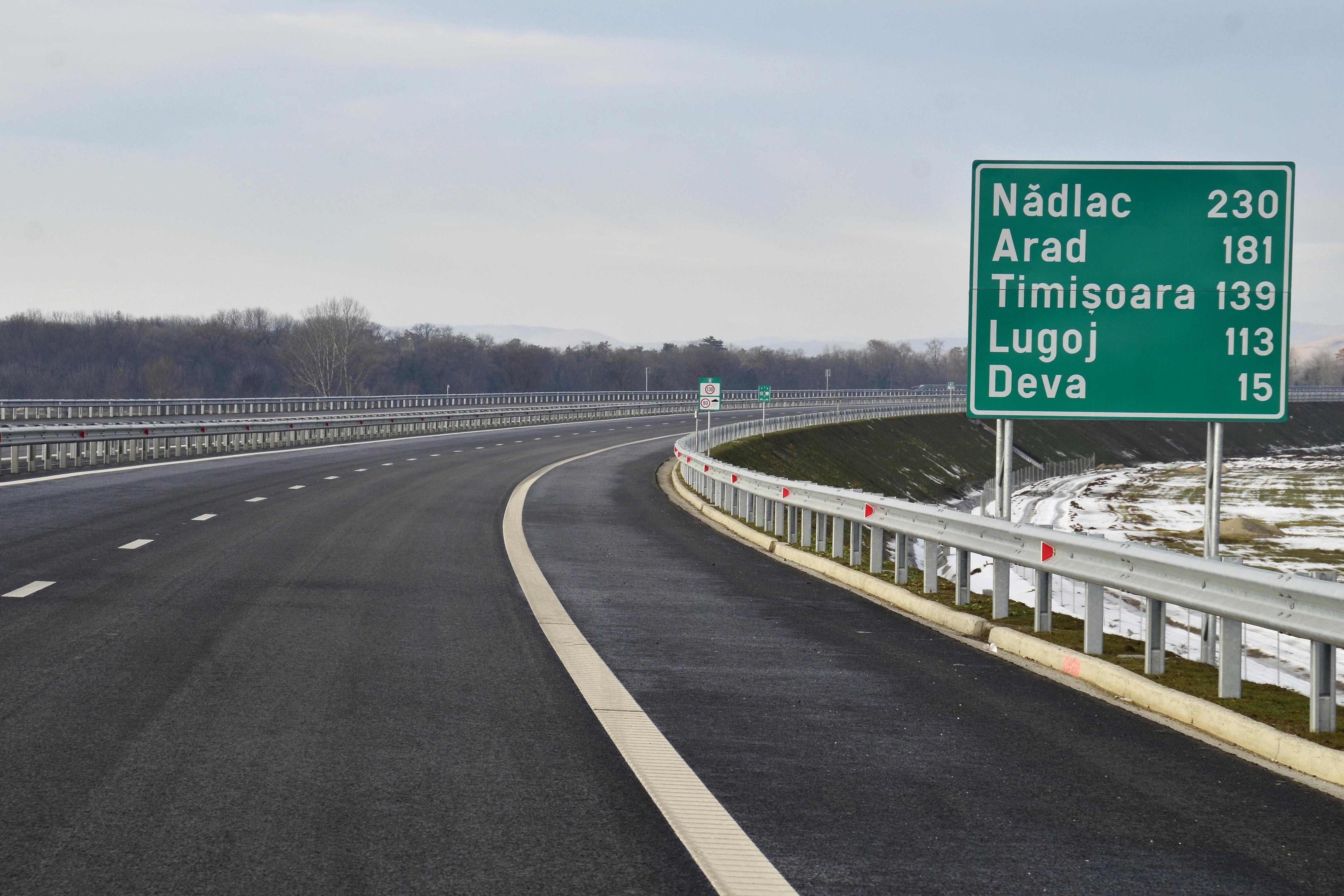 Traseul lotului IV din autostrada Lugoj-Deva va fi deviat din cauza unui cimitir construit ilegal