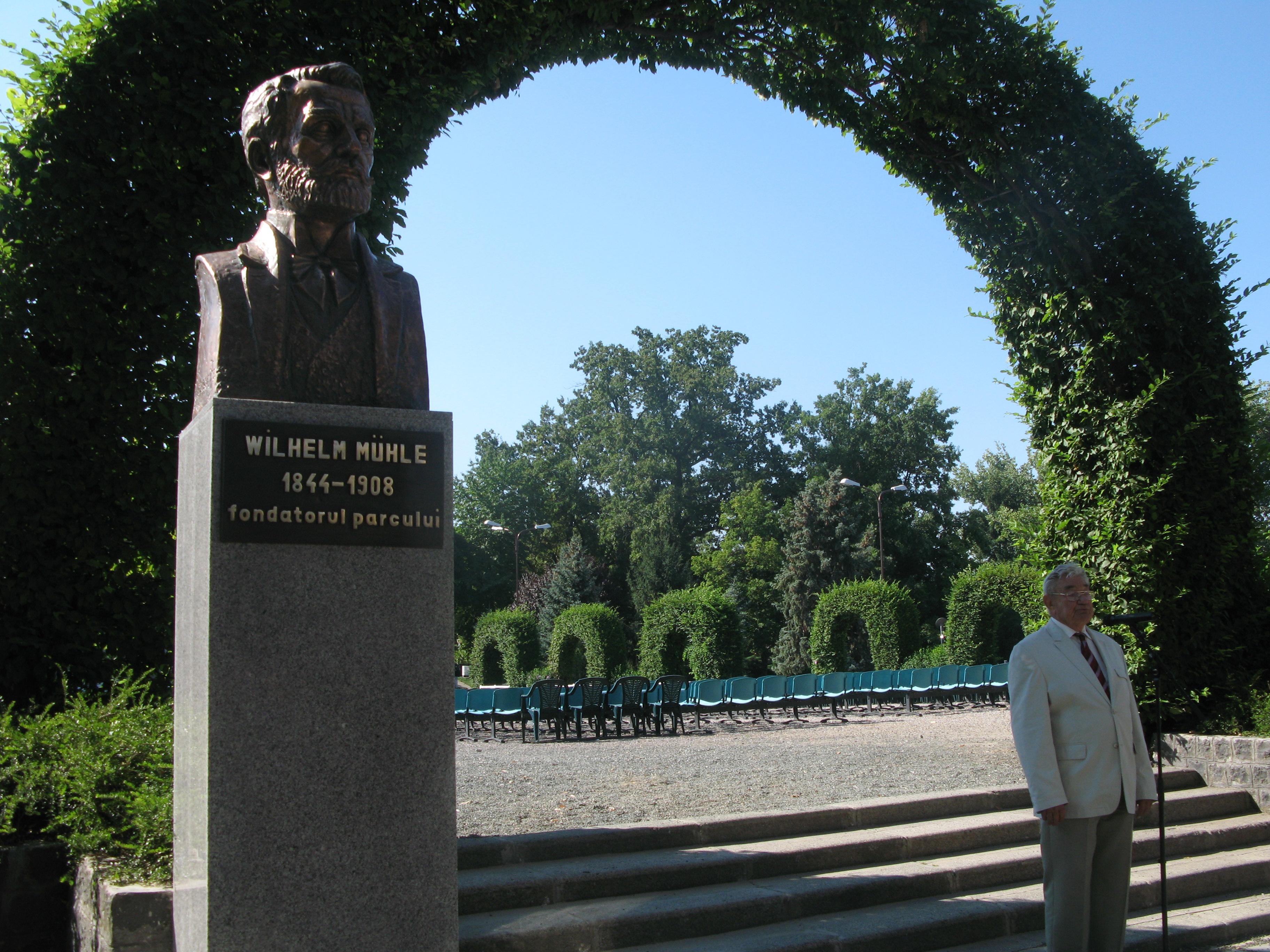 Trei busturi au fost dezvelite in Parcul Rozelor si Parcul Central, de Ziua Timisoarei. FOTO