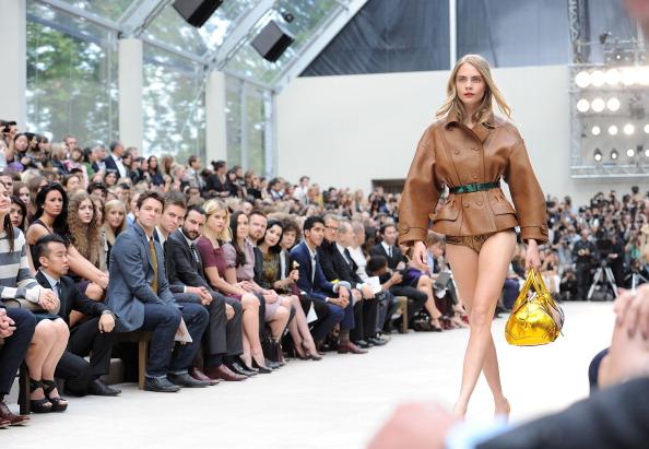 H&M a renuntat la cel mai atragator fotomodel din lume din cauza drogurilor