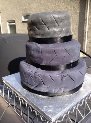 Cum arata tortul de nunta atat de urat incat mireasa l-a scos la vanzare pe eBay pentru 16 dolari