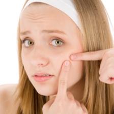 Ce trebuie sa faceti atunci cand copilul se confrunta cu primele semne de acnee