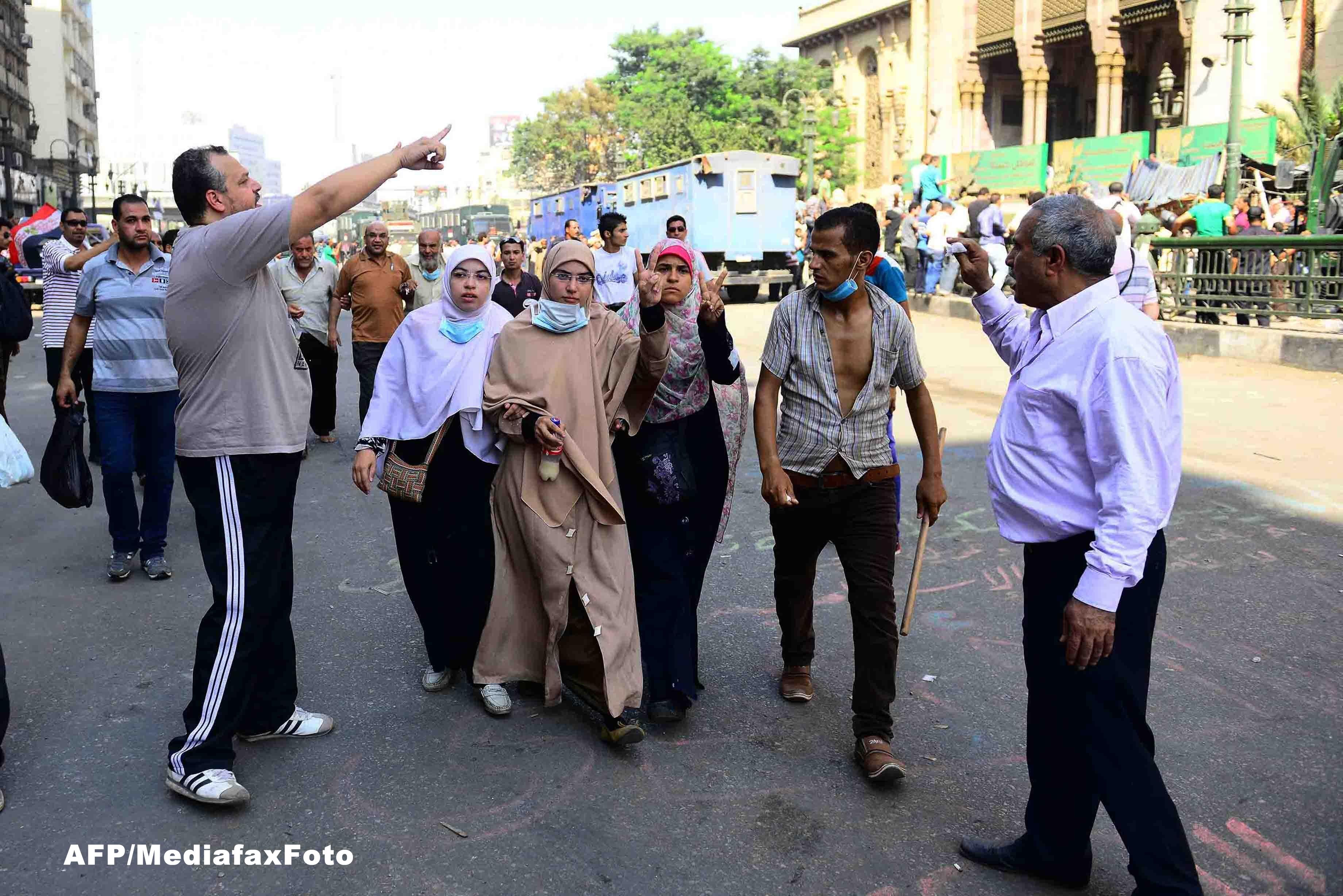 CRIZA IN EGIPT: Fortele speciale au evacuat protestatarii islamisti baricadati in moscheea din Cairo