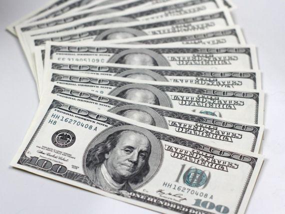Un cersetor a dus la politie banii gasiti pe strada si a fost recompensat.Ce va face cu suma primita