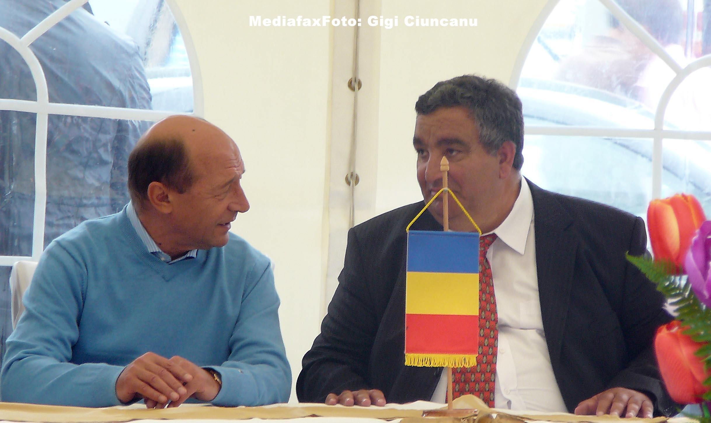 Presedintele Traian Basescu a plecat de la locuinta familiei Cioaba dupa aproximativ 15 minute