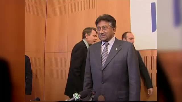 Pervez Musharraf, fostul presedinte pakistanez, acuzat oficial de uciderea adversarei sale politice
