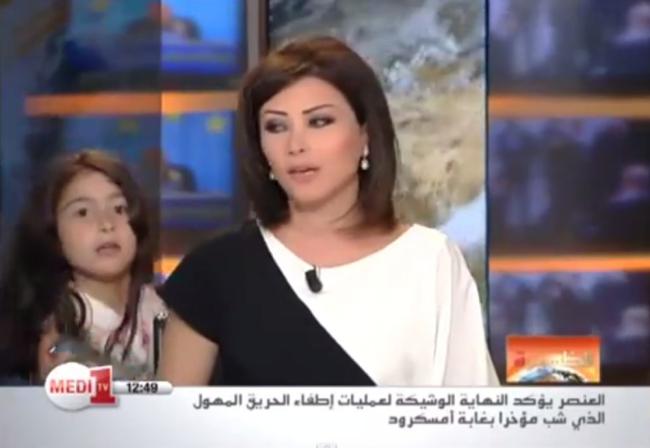 O prezentatore de stiri din Maroc a fost intrerupta de fiica ei in timp ce era in direct. VIDEO