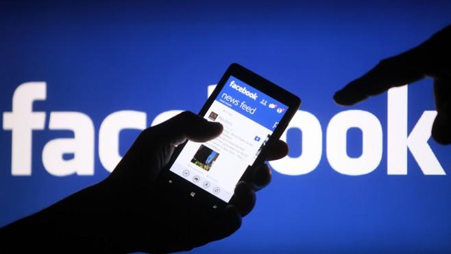 Facebook pe mobil, gratuit. Reteaua a cerut unui operator de telefonie mobila sa ofere acces liber la site-ul sau
