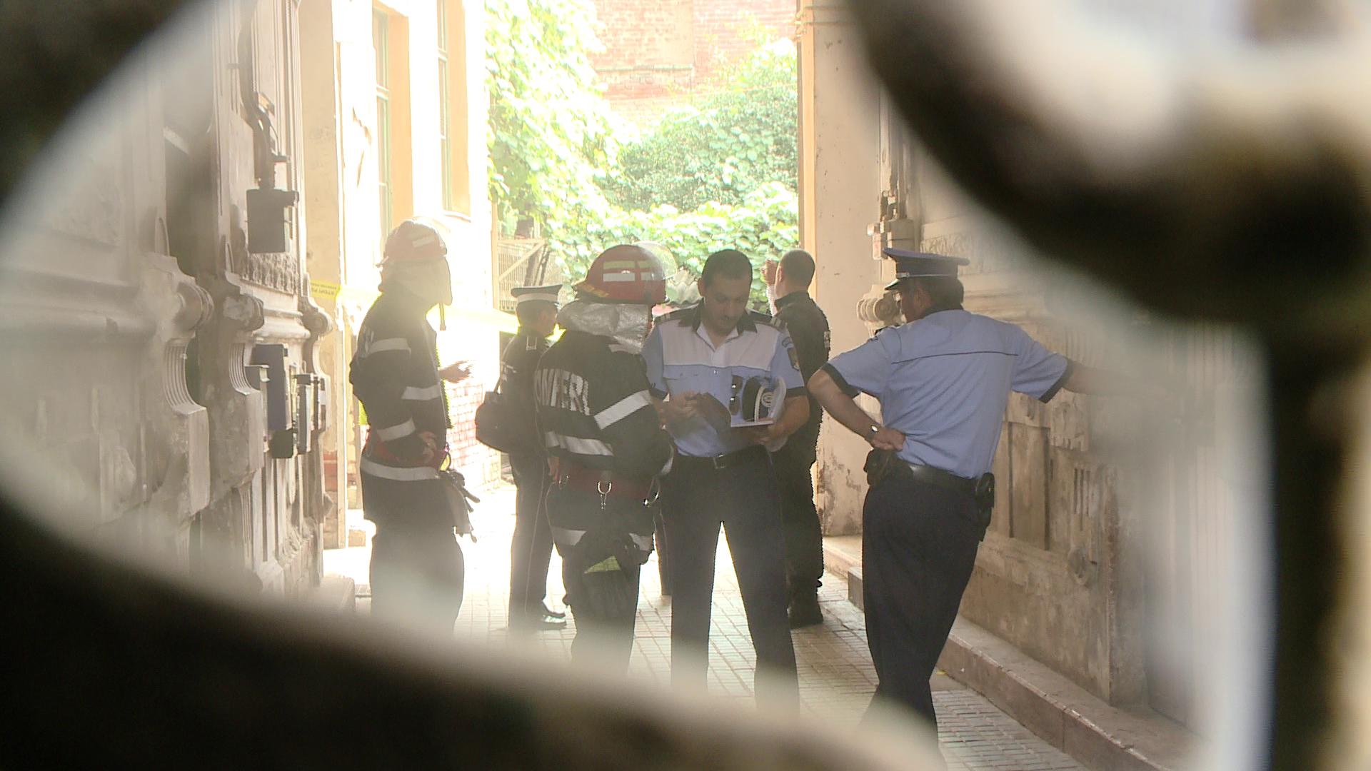 Doua persoane ranite, dupa ce un balcon de la etajul doi s-a prabusit peste altul de la etajul intai