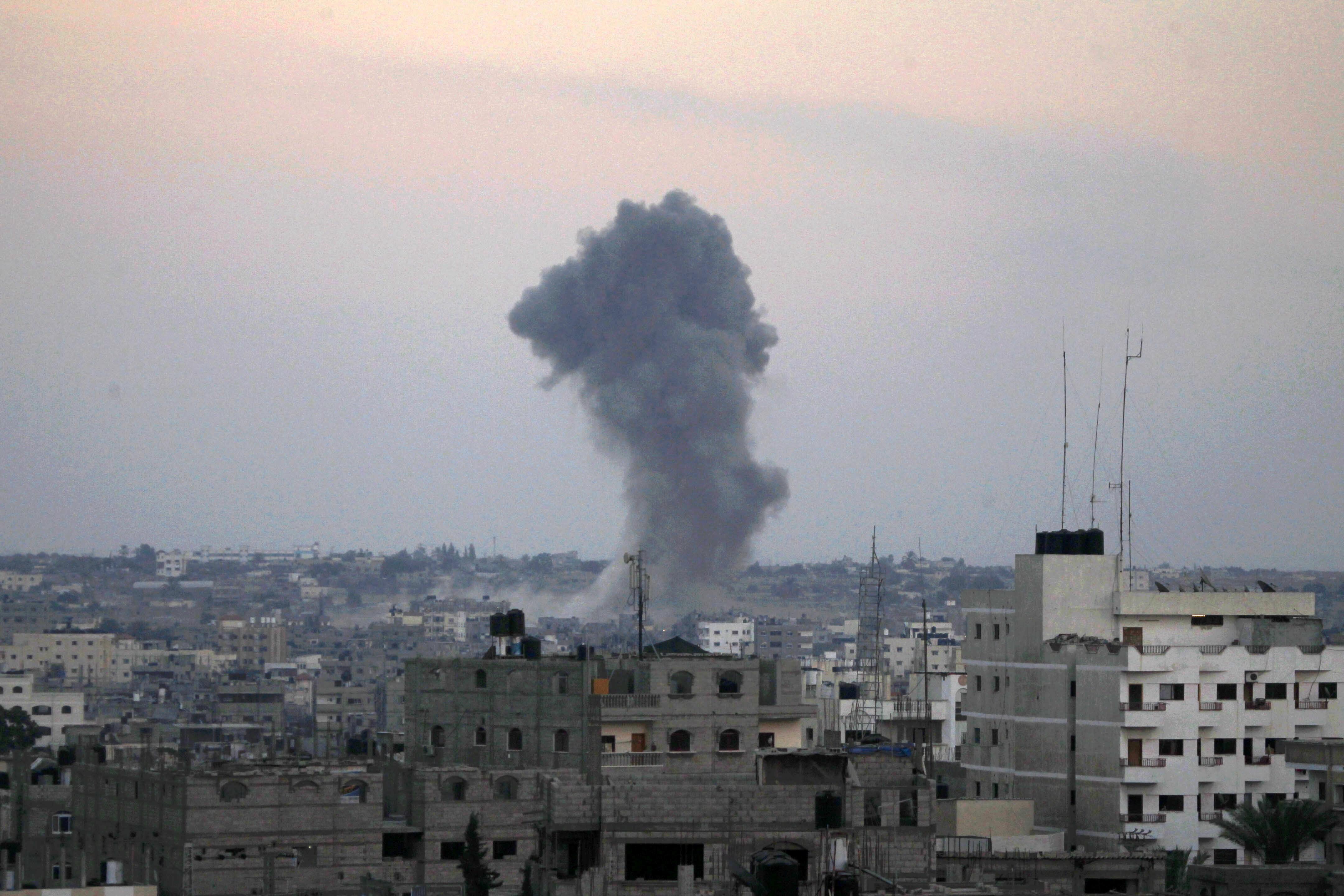 Washington Post: Cum arata un atac aerian asupra unei cladiri din Gaza. O bomba a fost surprinsa in cadere de un fotograf