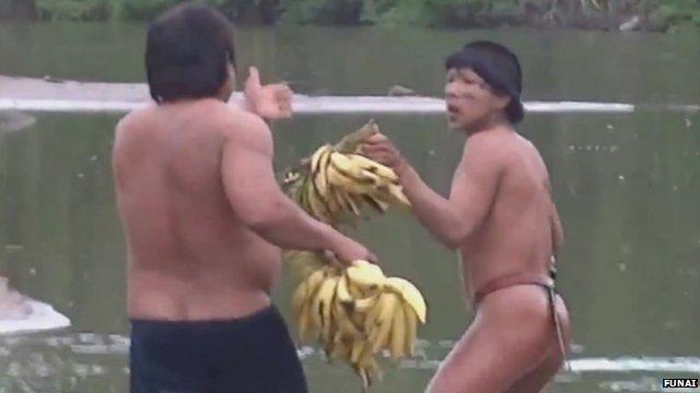 VIDEO. Un trib izolat din Amazon a intrat pentru prima data in contact cu lumea civilizata