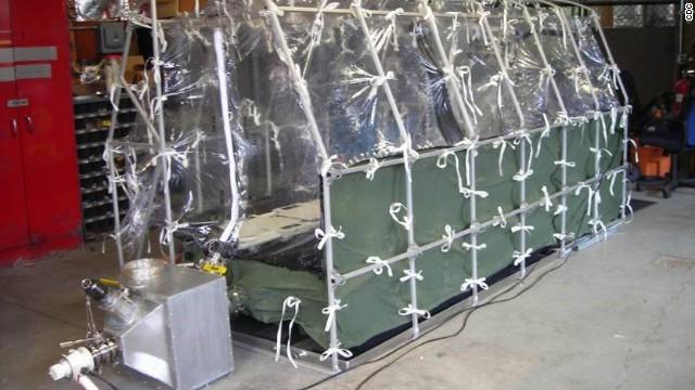 Operatiunea care pune in alerta SUA. Cum arata inauntru avionul care ii transporta pe cei doi americani infectati cu Ebola