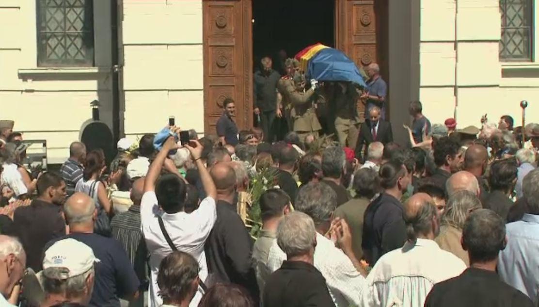 Cascadorul Szobi Cseh a fost inmormantat cu onoruri militare, duminica, la cimitirul Bellu. Cine a fost marele absent