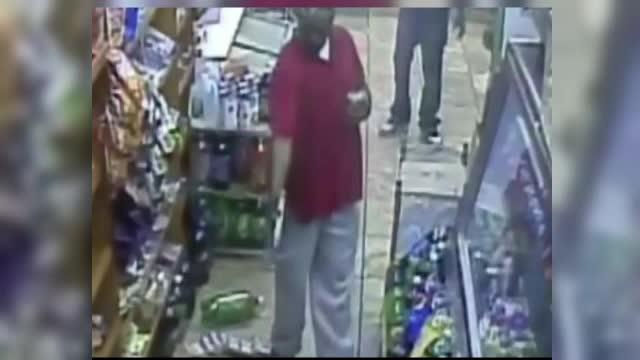 Scena extrem de violenta intr-un magazin din New York. Un cantaret de rap trage cu arma intr-un rival. VIDEO