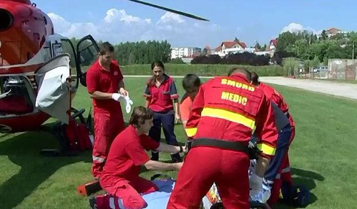 Copil de 11 ani, adus cu elicopterul in coma la Bucuresti, dupa ce a cazut pe scari la barajul Vidraru