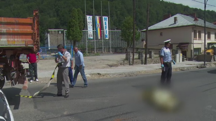 O femeie in varsta de 74 de ani, din Sinaia, a murit, dupa ce a fost lovita de o basculanta