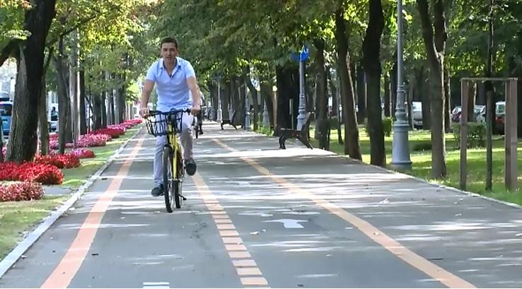 Scoli speciale pentru biciclistii care vor sa invete sa supravietuiasca in trafic. Ce inveti intr-o lectie care costa 100 lei