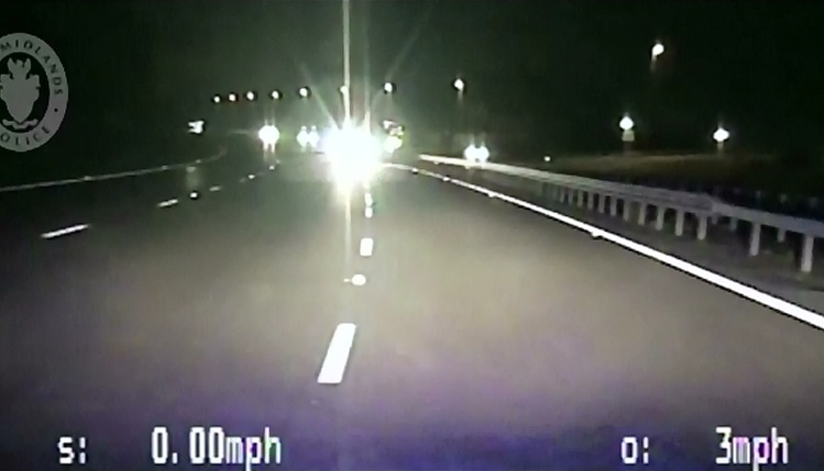 Masina condusa de un sofer bolnav psihic, pe o autostrada din Anglia. Cum au evitat politistii o tragedie