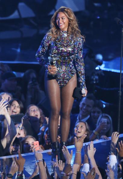 Beyonce a izbucnit in lacrimi pe scena la MTV Video Awards. Care au fost cele mai provocatoare tinute ale serii