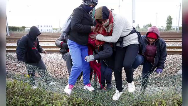 Criza din Eurotunel. Imigrantii isi risca viata fara ezitare pentru a ajunge in Marea Britanie, privita ca un