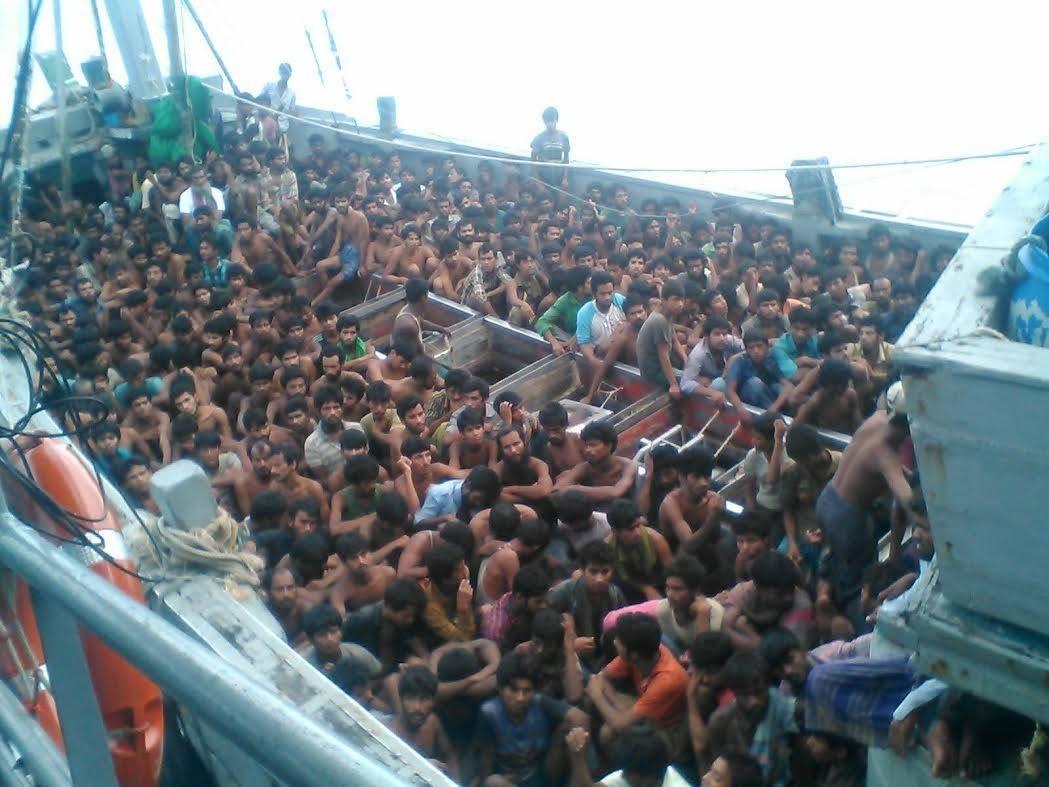 O ambarcatiune cu 700 de imigranti la bord a naufragiat in largul Libiei. Operatiune majora de salvare