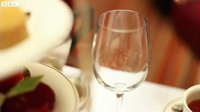 Un hotel de lux din Belfast vinde apa din ghetari sau roua de pe frunze de artar. Cat costa cea mai scumpa