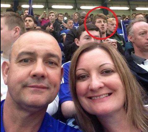 Un barbat disparut acum 11 luni a fost surprins intr-o poza selfie facuta de un cuplu, pe stadion. Ce s-a intamplat cu el
