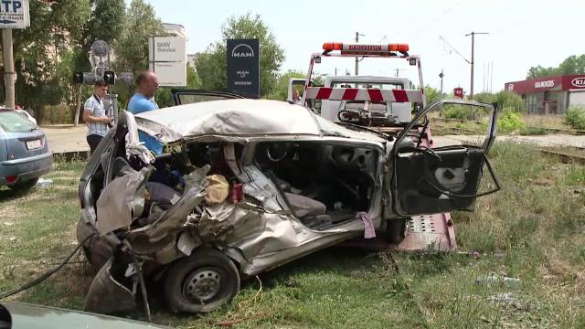 Tanarul de 19 ani, care conducea un autoturism cand a fost lovit de tren in Iasi, a murit. Baiatul a stat 2 saptamani in coma