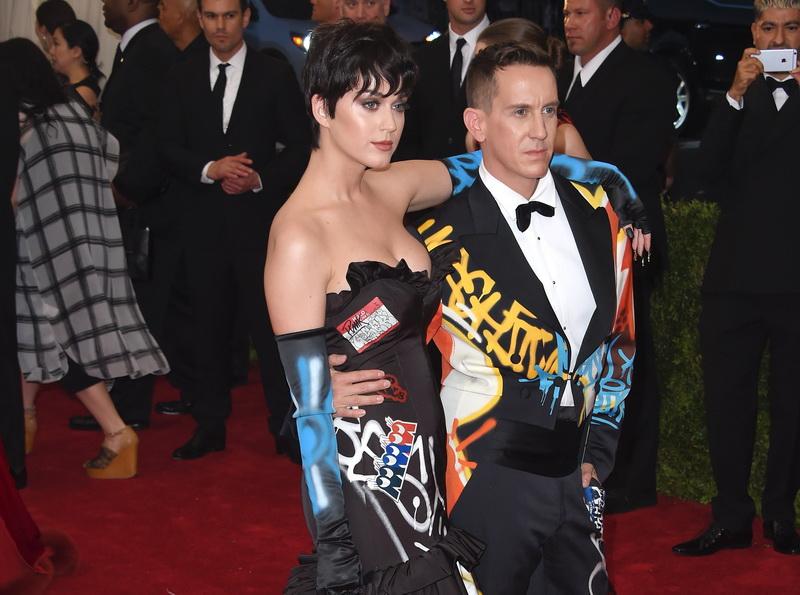 Katy Perry risca sa fie data in judecata din cauza unei rochii purtate la Gala Met. Acuzatiile pe care i le aduce un artist