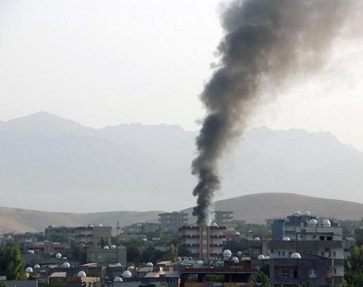Incidente violente in Turcia. Politistii, atacati cu pietre de catre militantii kurzi, dupa moartea unui lider al rebelilor