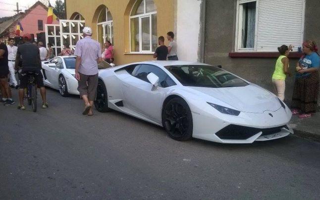 Nuntile tiganesti din Romania, in presa britanica. Ce se scrie despre zecile de masini de lux care au blocat Petrosaniul