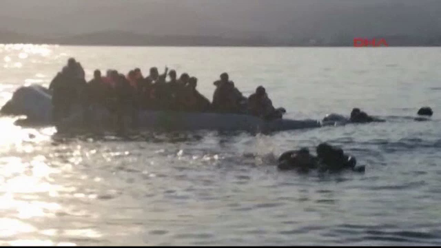 Paza de Coasta din Grecia, acuzata ca a scufundat intentionat o barca plina cu imigranti. Imaginile dramatice au fost filmate