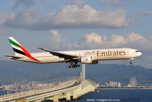 Un pilot care a agresat o stewardesă româncă într-un avion Emirates a pledat vinovat