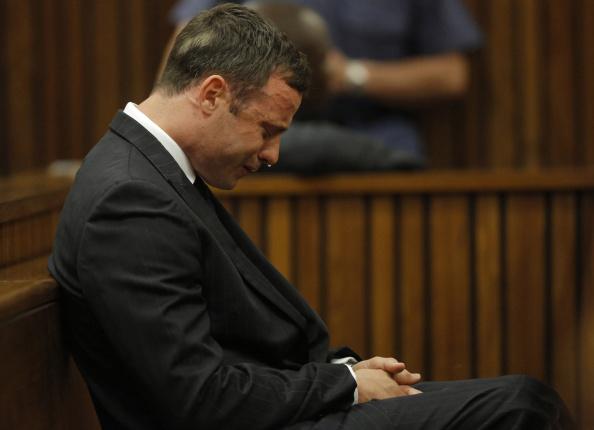 Oscar Pistorius, condamnat la 6 ani de inchisoare pentru uciderea iubitei sale. Reactia atletului cand a auzit sentinta