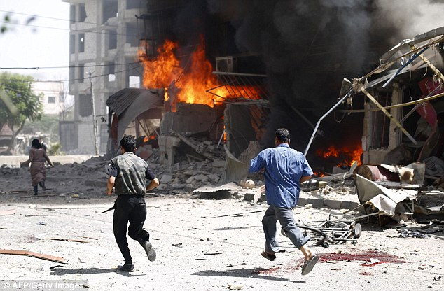 Cel putin 12 morti intr-un triplu atentat sinucigas cu masina capcana in Siria, intr-o zona controlata de forte kurde siriene