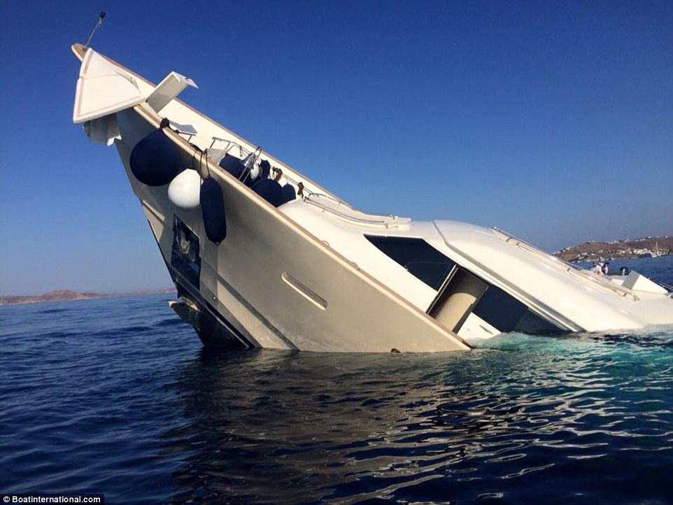 Panica in insula greceasca Mykonos. Un iaht de 6 milioane de dolari s-a scufundat, avand la bord patru persoane. VIDEO