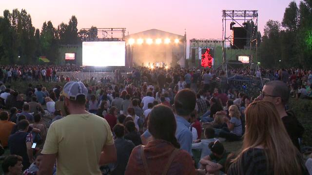 Nouvelle Vague si De Phazz au facut spectacol in Herastrau, la Bucharest GreenSounds. Ce au vazut spectatorii pe scena