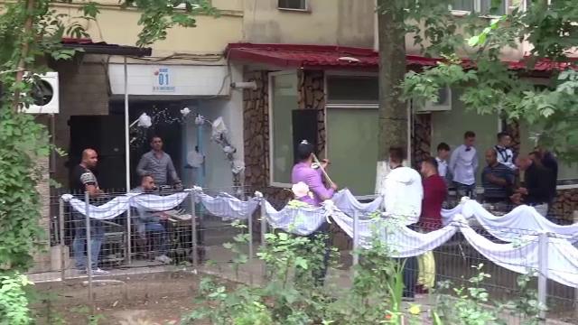 Nuntile in strada, cu lautari, au terorizat un cartier intreg din Galati. Ce amenzi se dau pentru tulburarea ordinii publice