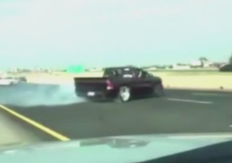 Inconstientii la volan nu cunosc frontiere. Urmarire incredibila pe o autostrada, dupa o manevra a unei soferite din Utah