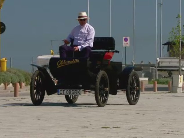 Trasura cu motor din 1904 a atras toate privirile in portul Tomis din Constanta. Are 7 cai putere si prinde maxim 32 de km/h