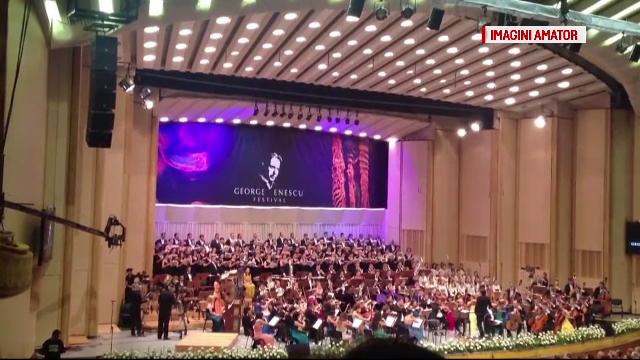 Sute de oameni prezenti la deschiderea Festivalului George Enescu. Multi au fost nemultumiti de acustica Salii Palatului