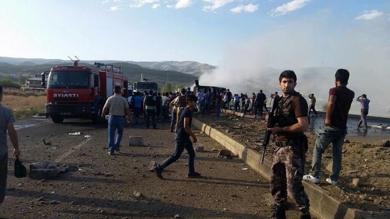 Cinci politisti, ucisi intr-un atac cu masina-capcana in Turcia. Cine ar fi comis atentatul