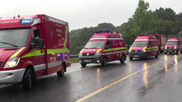 O duba cu 7 muncitori a cazut intr-o rapa de 10 metri, langa Sighisoara. Norocul incredibil al celor aflat in autoturism