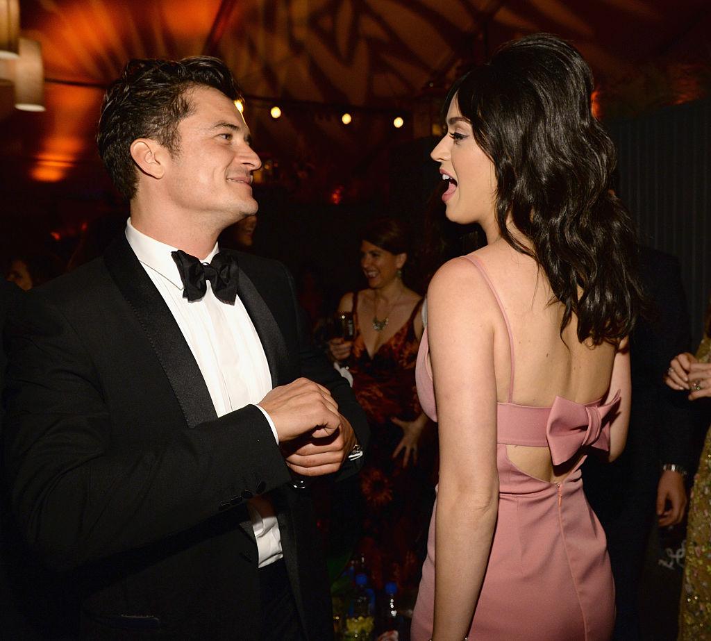 Orlando Bloom, surprins din nou complet gol, alaturi de Katy Perry. Actorul risca sa fie amendat pentru nuditate in public