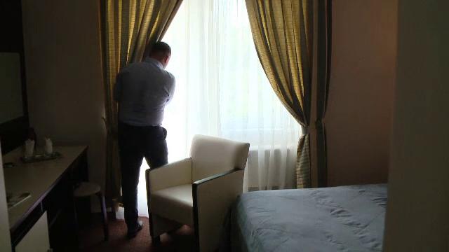 Gandaci si halate rupte intr-un hotel din Baile Felix, unde camera e 400 de lei pe noapte: