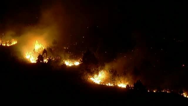 Locuitorii insulelor Canare se confrunta cu un incendiu de vegetatie urias. De la ce a pornit dezastrul